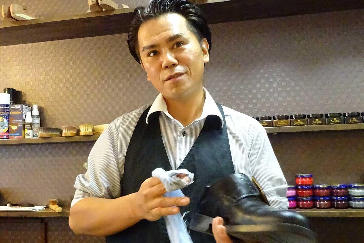 シュー・シャイナー(靴磨き職人) 安井幸治